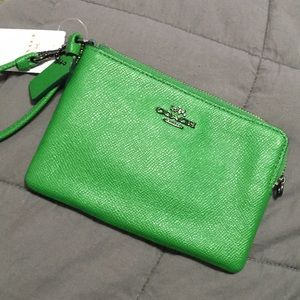 NWT Beautiful Emerald green Coach Wristlet
